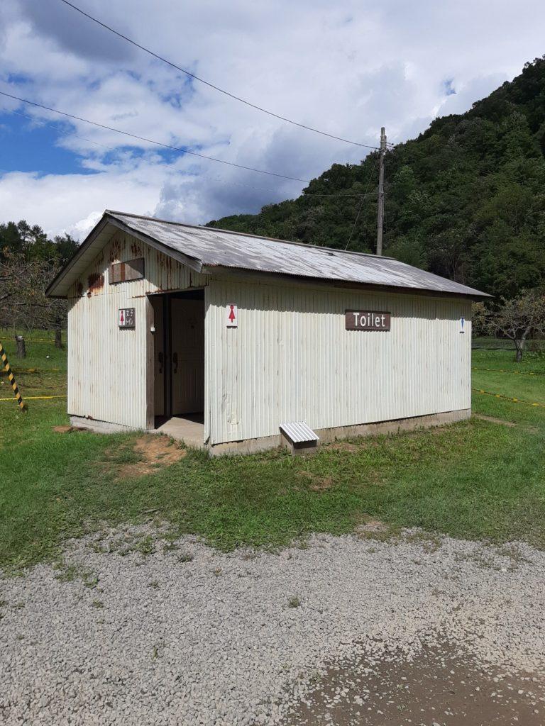 八剣山果樹園のトイレ