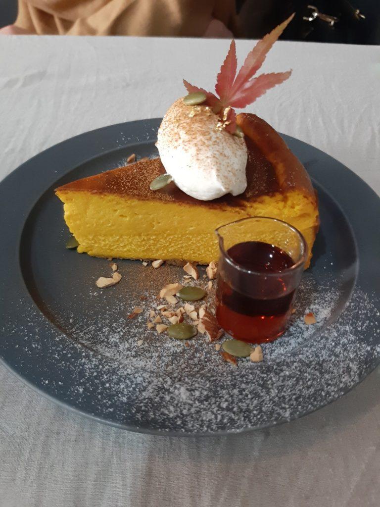 エニーカフェのバスクチーズケーキ