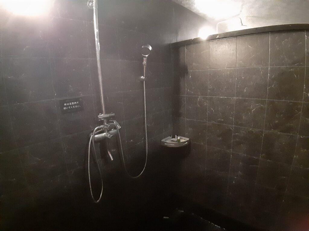 白老キャンプフィールドASOBUBAのシャワールーム