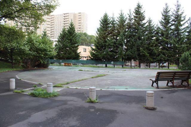 手稲緑道のスケートボード場